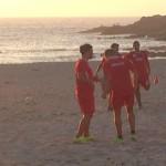 El primer equipo realizó una sesión de trabajo en la playa de Bens para iniciar la semana