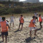 Sesión lúdica en la playa de Sabón para Infantil A y B con sonrisas y diversión