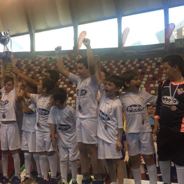 La FamiliaSilvista Prebenjamin recogi su trofeo de campen de ligahellip